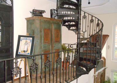 Schloss_Veldenz_Leuchten_55288_Armsheim_Metallbau_Classique_Gusstreppen_Wendeltreppen_Treppen_DSC00046