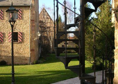 Schloss_Veldenz_Leuchten_55288_Armsheim_Metallbau_Classique_Gusstreppen_Wendeltreppen_Treppen_DSCN2458