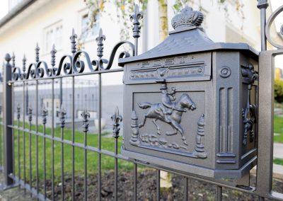 Schloss_Veldenz_Leuchten_55288_Armsheim_Metallbau_Classique_Historische_Gussteile_Gartenmoebel_Metallbau_Briefkasten_Zaun4