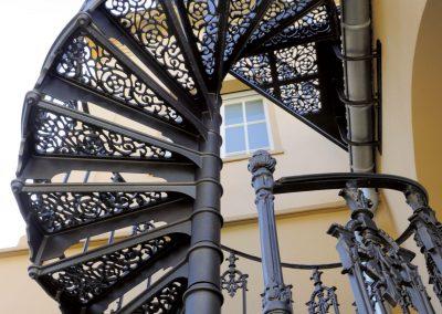 Schloss_Veldenz_Leuchten_55288_Armsheim_Metallbau_Classique_Historische_Gussteile_Gartenmoebel_Metallbau_Treppen2